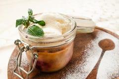 Сервировка ресторана десерта мороженого Стоковые Изображения RF