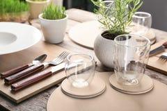 Сервировка стола для обедающего в кафе Стоковое Изображение