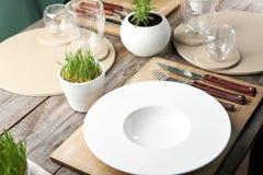 Сервировка стола для обедающего в кафе Стоковые Изображения RF