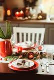 Сервировка стола на праздники рождества и Нового Года торжества Стоковые Изображения