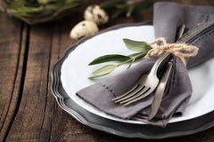 Сервировка стола пасхи с плитой и silverware Стоковое Изображение RF