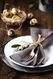 Сервировка стола пасхи с плитой и silverware Стоковое Изображение