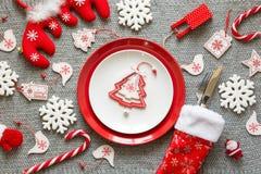 Сервировка стола рождества с украшениями рождества Стоковое Изображение RF