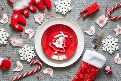 Сервировка стола рождества с украшениями рождества Стоковые Фото
