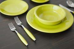 Сервировка стола желтого зеленого цвета Стоковая Фотография RF