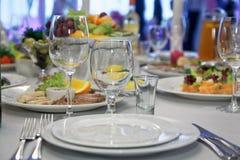 Сервировка стола ресторана еды Стоковые Фотографии RF