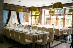Сервировка стола, сервировка ресторана, интерьер ресторана, пустое стекло Стоковое фото RF