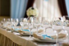Сервировка стола, сервировка ресторана, интерьер ресторана, пустое стекло Стоковое Изображение RF