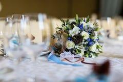 Сервировка стола, сервировка ресторана, интерьер ресторана, пустое стекло Стоковое Фото