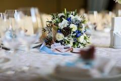 Сервировка стола, сервировка ресторана, интерьер ресторана, пустое стекло Стоковые Фото