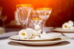 Сервировка стола с стеклами салфетки и выигрыша Стоковые Фотографии RF
