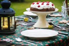 Сервировка стола с шоколадным тортом Стоковая Фотография RF