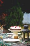 Сервировка стола с шоколадным тортом Стоковые Фото