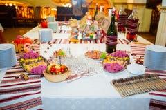 Сервировка стола для приема по случаю бракосочетания в оранжевом цвете Стоковая Фотография