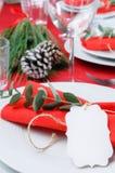 Сервировка стола для рождества в красной и белом Стоковое фото RF