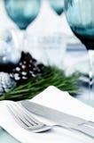 Сервировка стола для темы сини и whie рождества Стоковые Изображения RF
