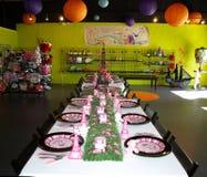 Сервировки стола положенные для партии Стоковое Фото