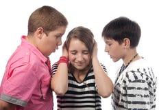сердитая девушка подростковые 2 мальчиков Стоковые Фотографии RF