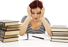 Сердитая девушка студента с учя затруднениями Стоковая Фотография RF