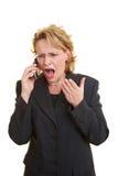 сердитая женщина телефона дела Стоковые Изображения RF