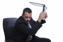 сердитая компьтер-книжка бизнесмена Стоковое Фото