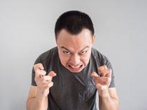 Сердитая сторона азиатского портрета человека Стоковое Изображение