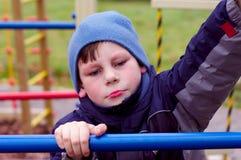 сердитое плохое голубое настроение ребенка несчастное Стоковые Изображения