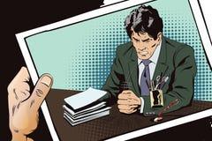 Сердитый бизнесмен стучает на таблице с его запасом кулака Стоковые Фото