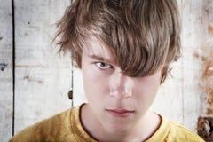 сердитый мальчик подростковый Стоковые Изображения