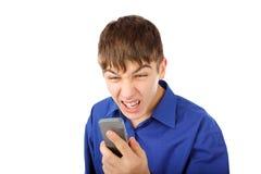 Сердитый подросток с телефоном стоковая фотография rf