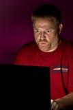 сердитый смотря потребитель тетради Стоковое фото RF