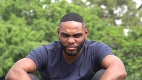 сердитый чернокожий человек видеоматериал