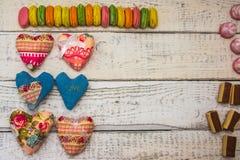 Сердца и рамка конфеты, конфета на предпосылке стоковое фото