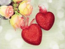 Сердца и розовый день ` s валентинки поздравительной открытки цветков любят holid Стоковые Изображения RF