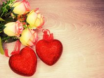 Сердца и розовый день ` s валентинки поздравительной открытки цветков любят holid Стоковая Фотография RF