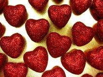 Сердца концепции праздника влюбленности дня ` s валентинки на сияющем backgr золота Стоковая Фотография RF