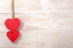 Сердца красного цвета пар Предпосылка дня Валентайн старая веревочка Стоковые Изображения RF