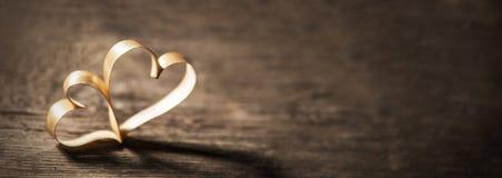 2 сердца ленты на древесине Стоковое Изображение RF