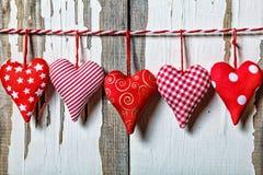 Сердца на деревянной предпосылке символ дня любовников Стоковое Фото