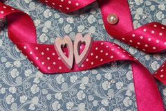 Сердца пинка символа дня ` s валентинки деревянные Стоковые Фото