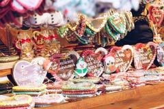 Сердца пряника на немецкой рождественской ярмарке beriberi традиция стоковое изображение rf