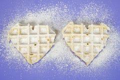 Сердца Waffle с напудренным сахаром Стоковая Фотография