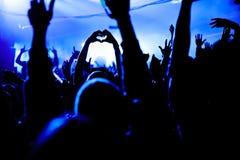 Сердце влюбленности вручает силуэт на празднестве Стоковое Фото