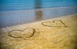 сердце в песке, пляже моря в Qingdao, Китае стоковые фотографии rf