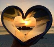 Сердце захода солнца пляжа Окинавы Araha стоковые изображения rf