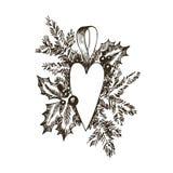 Сердце игрушки руки рождества вычерченные и дерево меха для дизайна xmas С шариками, игрушки, ягоды падуба Винтажный дизайн Xmas стоковая фотография rf