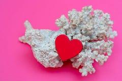 Сердце и коралл - карта дня Валентайн стоковые изображения rf