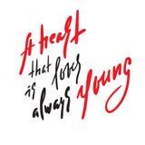 Сердце которое любит всегда молодо - мотивационная цитата Литерность нарисованная рукой красивая Напечатайте для вдохновляющего п бесплатная иллюстрация
