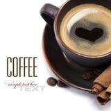 сердце кофейной чашки стоковое изображение