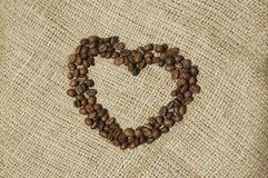 Сердце кофе над холстиной Стоковые Изображения RF